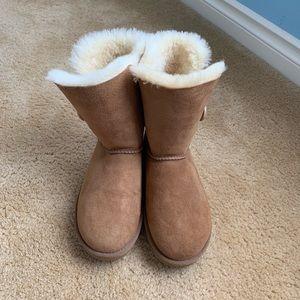 like new - ugg boots